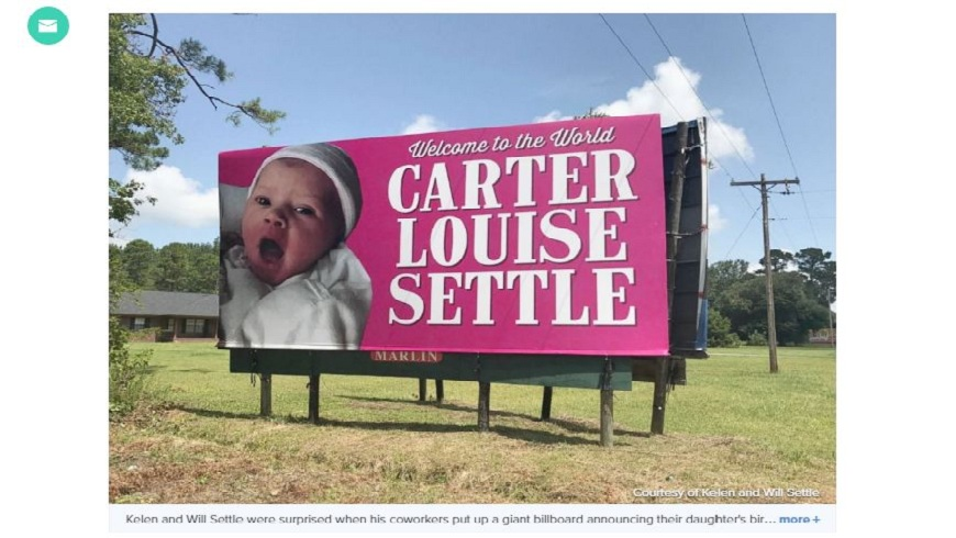 塞特爾家族137年首度有女嬰誕生,友人在路邊設置巨型廣告看板大肆慶賀。(圖/翻攝自ABC News) 破除帶把魔咒!美家族137年首誕女嬰 大型廣告慶祝