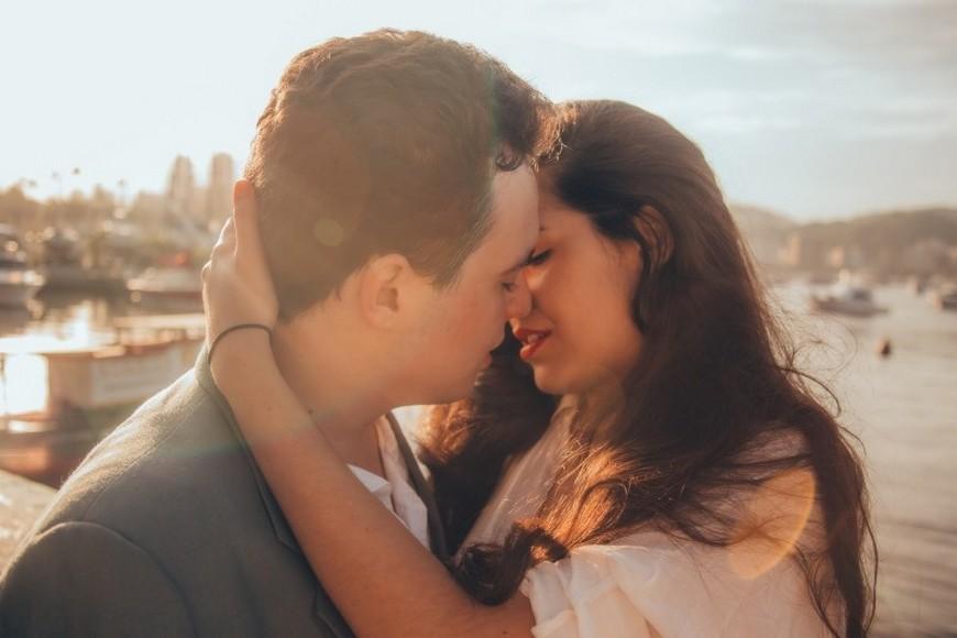 示意圖。圖/翻攝自visualhunt網站 跟別人接吻算出軌?竟有近7成覺得並不算