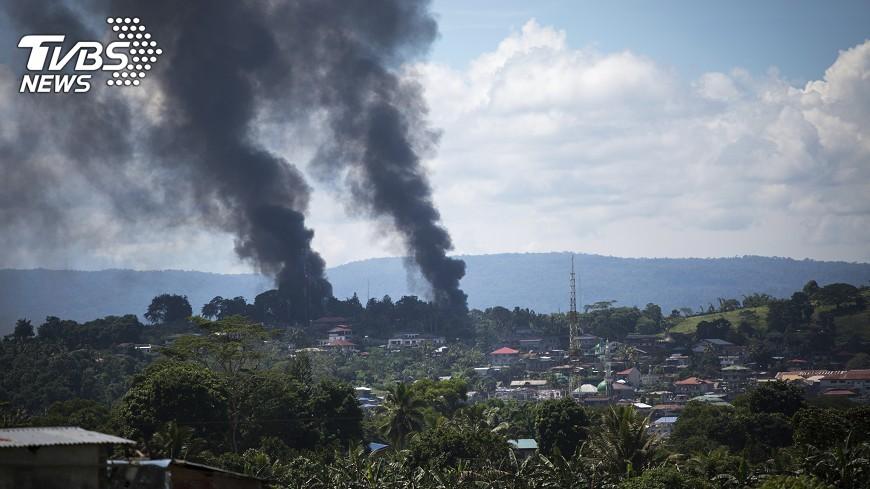 圖/達志影像美聯社 菲國人骨廢墟 疑是恐怖分子處決平民