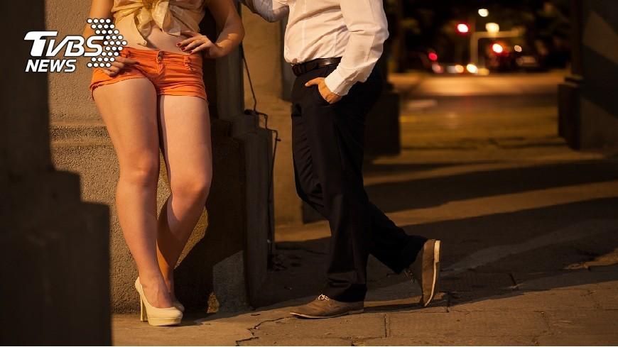 彰化縣一名姊姊媒介妹妹下海賣淫,直到對方懷孕生子。(示意圖/TVBS) 媒介恩客「一次500」 姊拉妹賣淫到懷孕