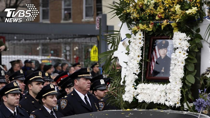 圖/達志影像路透社 紐約華裔警遇害2年半後 天使女兒來報到