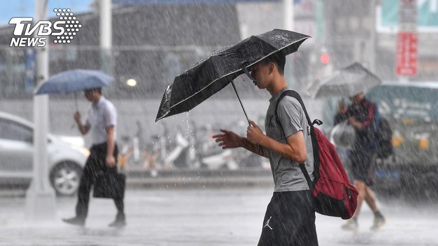 圖/中央社 關島熱帶性低氣壓 是否成颱各國看法不一