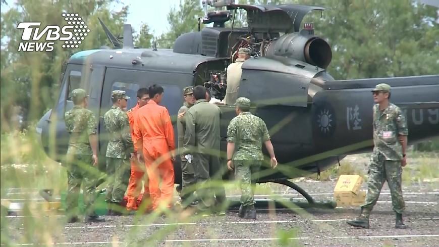 圖/TVBS 滑油壓力警示 陸軍直昇機降鹽山停車場
