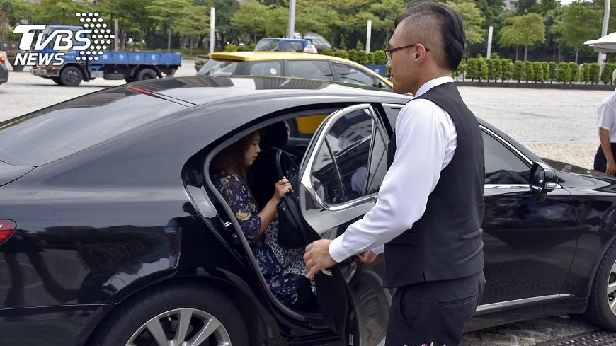 圖/中央社 多元計程車接案高手  一天車資上萬元