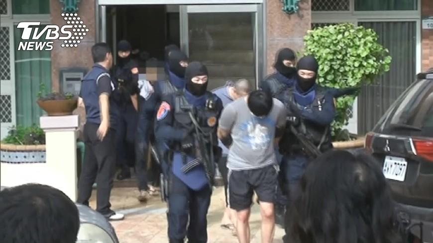 圖/TVBS 射偏又卡彈 男跳窗逃命撐17時報案