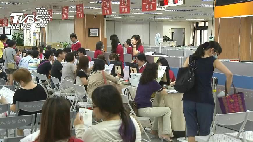 圖/TVBS 勞工天災出勤安全裝備 勞動部納勞檢項目