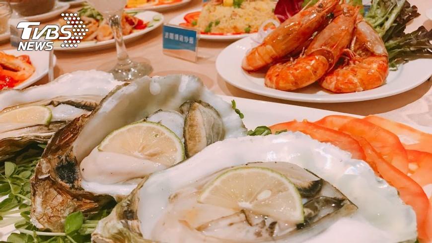 挑戰台北最大Buffet!比臉還大生蠔、天使紅蝦必吃