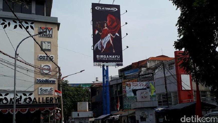 印尼迎國慶女主角太暴露 廣告招牌被拆