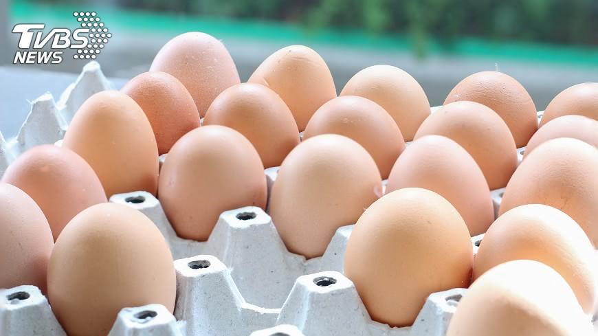 示意圖/TVBS 阿嬤把蛋丟冷凍「殼全裂了」!老司機大推:夢幻美食