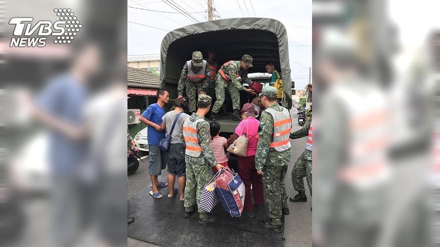 圖/中央社 颱風天鴿來襲 屏東預防性撤離64人