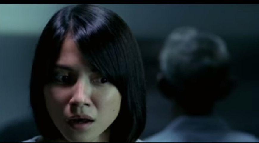 2002年李心潔主演恐怖電影《見鬼》。(圖/擷取自YouTube)
