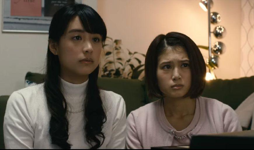 山本美月在《貞子vs.伽椰子》中飾演意外拿到詛咒影帶的女大生。(圖/擷取自YouTube)