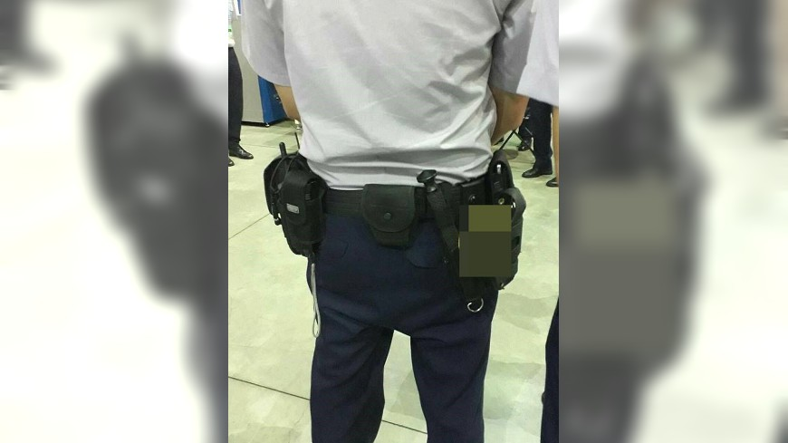 圖/翻攝自爆料公社 這張「背影照」 網友:感謝世大運維安員警