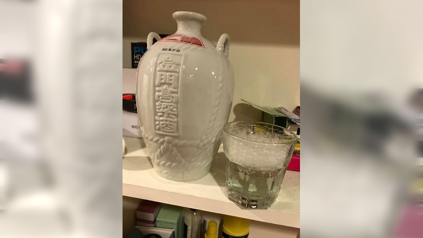 圖/爆料公社 分手女友提醒「酒別忘了拿」 高粱入口竟成清潔劑