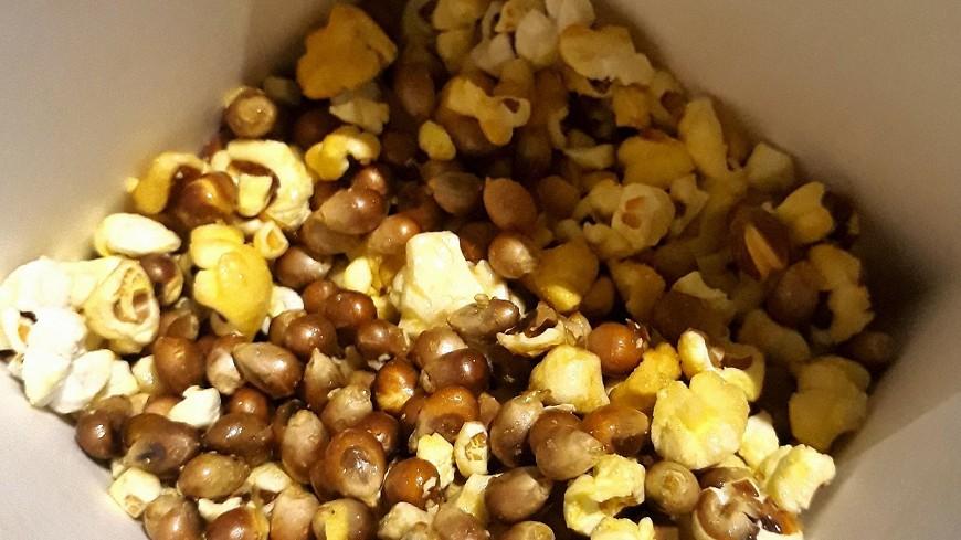 圖/爆料公社 看電影吃爆米花 最怕玉米粒跟你「裝熟」!