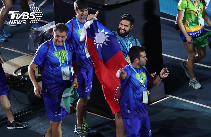 台北世大運閉幕,巴西代表團謝台北。圖/中央社