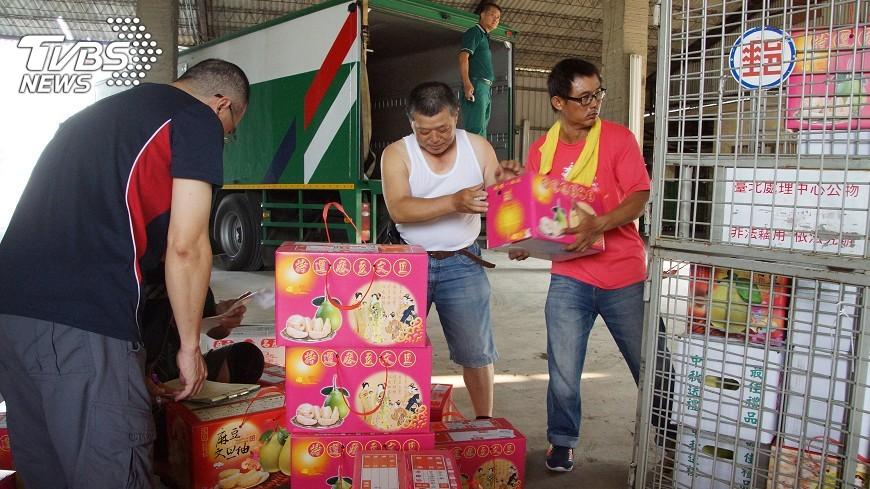 圖/中央社 麻豆文旦產季到 郵局成立專責收寄中心