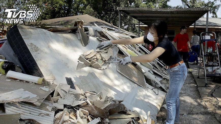 圖/達志影像美聯社 哈維重創德州 麥莉希拉慨捐逾千萬賑災
