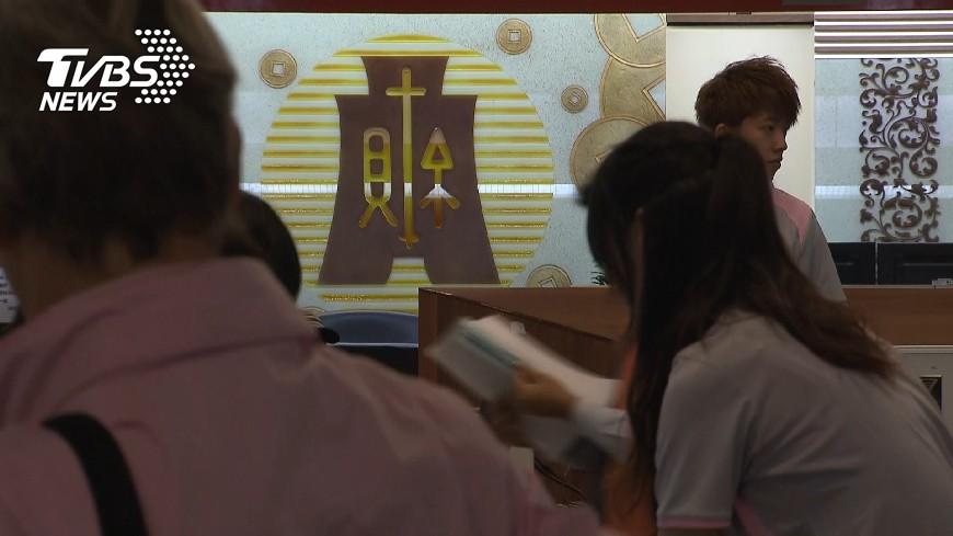 圖/TVBS資料畫面 快訊/所得稅法三讀! 月薪不到3萬免繳稅