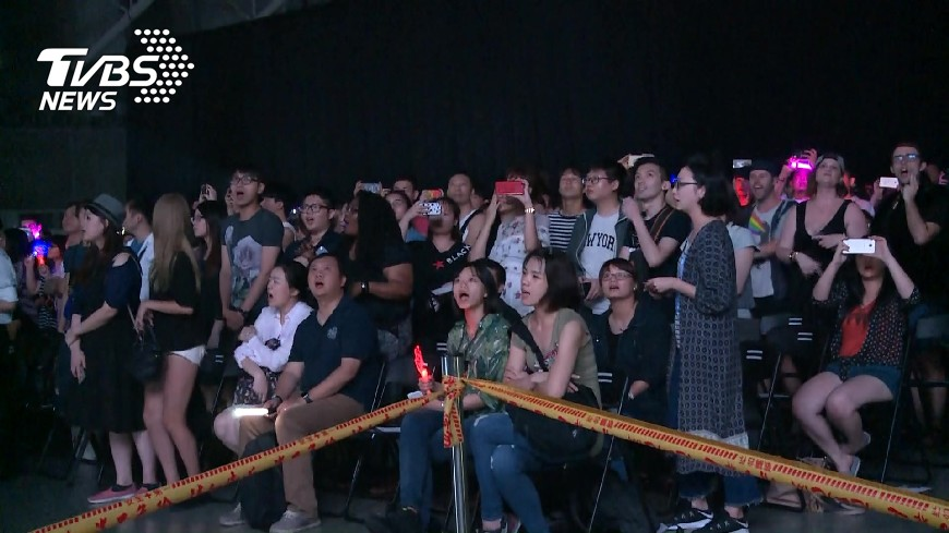 圖/TVBS 「我們看不到!」演唱會無場控 VIP視野遭擋
