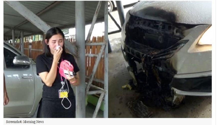 泰國一名女子供奉神像,把香車插在車身,結果卻失火燒毀車頭。(圖/翻攝自曼谷椰子網) 拜守護神拿香插車 女去洗澡車頭燒毀了