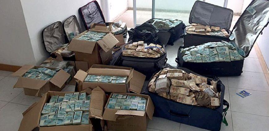 巴西前部長涉貪 私藏現鈔警出動點鈔機