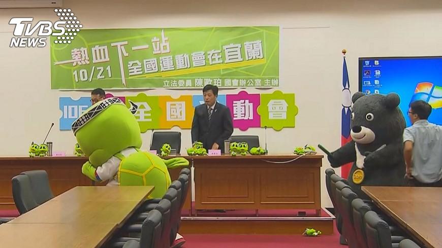 圖/TVBS 熊讚交棒全運會吉祥物古弟 傳承成功經驗