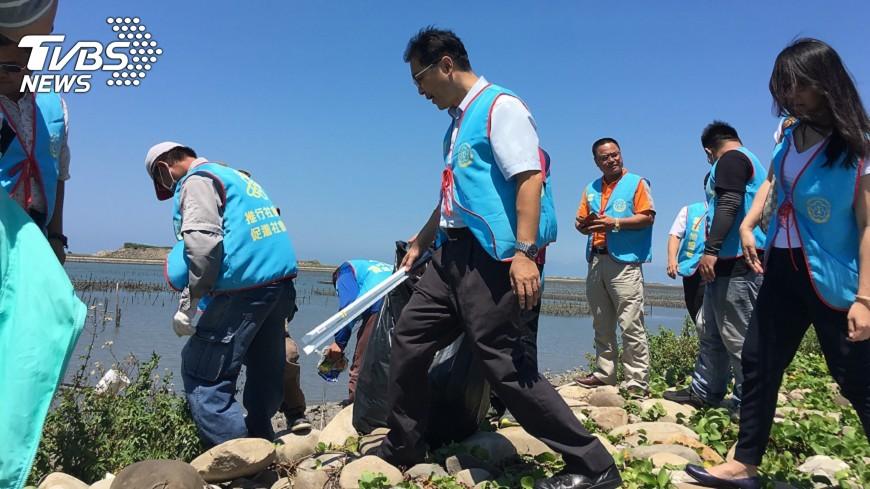 圖/中央社 保護海洋 雲林社會勞動人淨灘