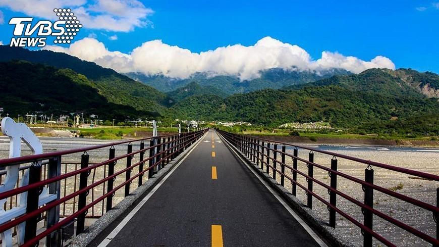 圖/中央社 跨越兩板塊 花東縱谷單車遊