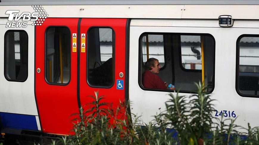 圖/達志影像路透社 倫敦地鐵驚傳爆炸 乘客尖叫驚慌逃生