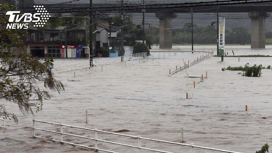 圖/達志影像美聯社 颱風襲日釀1死3失蹤 恐登陸北海道