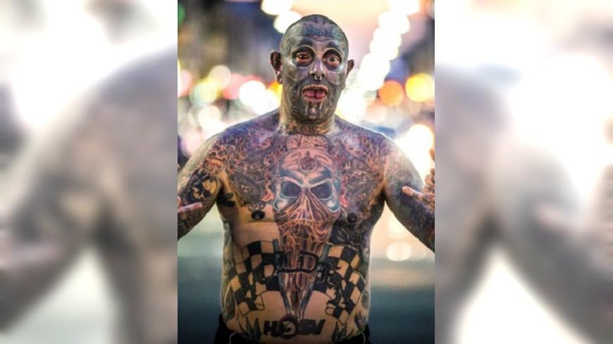 圖/翻攝自《鏡報》 眼晴、生殖器布滿圖騰 男全身90%刺青