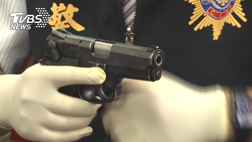 示意圖/TVBS 拿槍界「黑金剛」恐嚇攤商 西門町角頭糗遭警笑