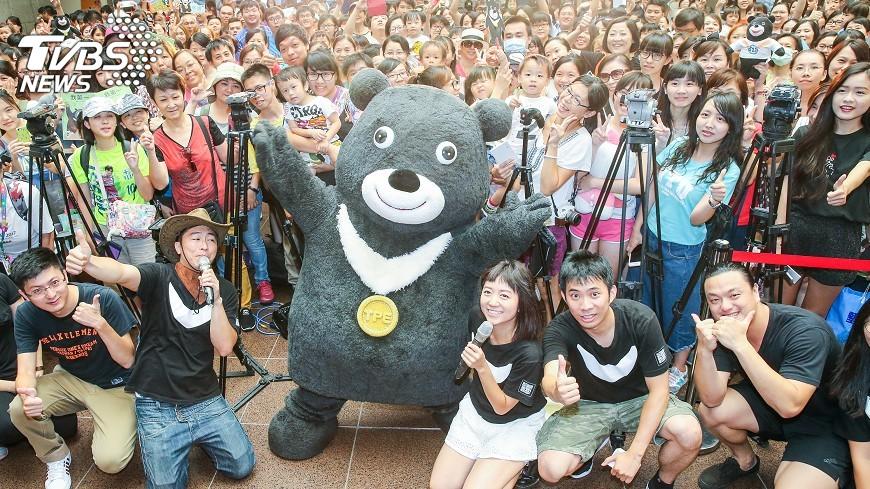 圖/中央社 熊讚升格北市吉祥物 熊粉擠爆見面會
