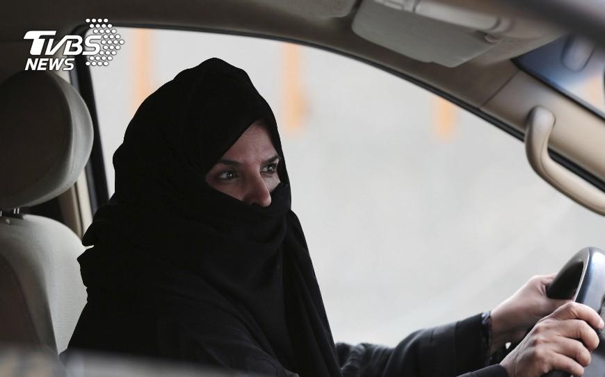 圖/達志影像美聯社 沙烏地阿拉伯女性開車解禁 全國歡欣鼓舞