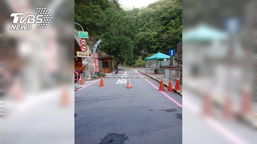 圖/TVBS 快訊/有落石!太魯閣「燕子口步道」封閉