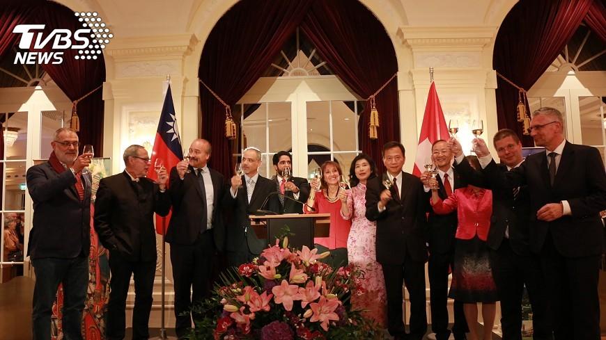圖/中央社 駐瑞士代表處國慶酒會 氣氛熱烈友好