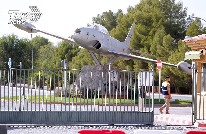 圖/達志影像路透社 西班牙國慶閱兵 軍機墜毀駕駛當場身亡