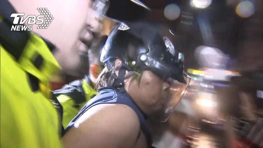 圖/TVBS 對頸「深劃」兩刀致人於死!住戶持刀砍殺保全