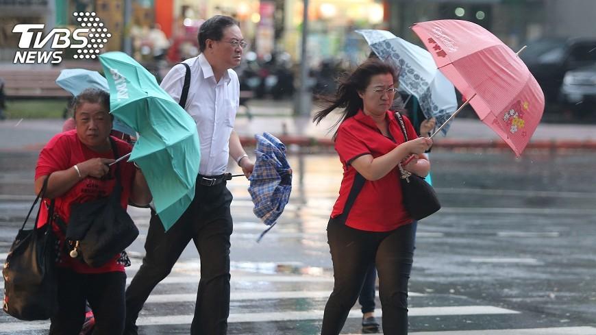圖/中央社 共伴效應帶劇烈降雨 勞動部籲加強工安