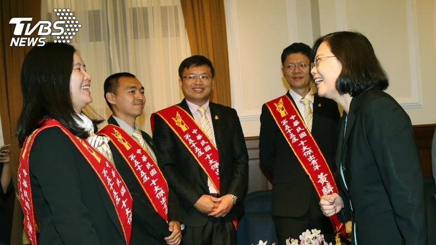 圖/中央社 接見十大青年 總統:奉獻社會擁抱世界