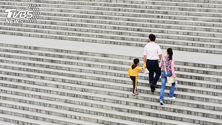 示意圖/TVBS 二孩政策後 中國逾半接受孩子「隨母姓」