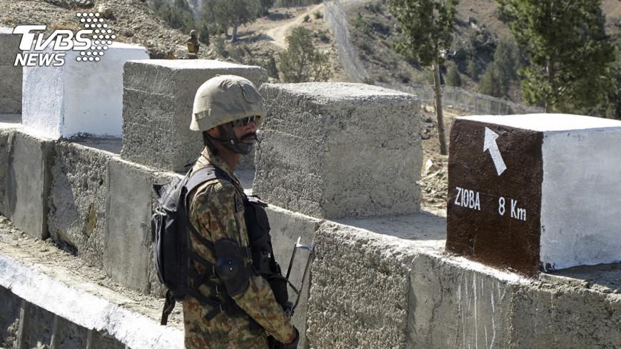 圖/達志影像美聯社 阿富汗軍事基地遇自殺攻擊 43士兵喪生