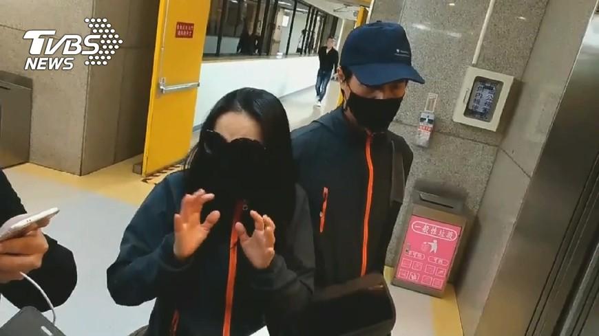 圖/TVBS 忍喪子痛!潑酸兇嫌父母 醫院探視道歉