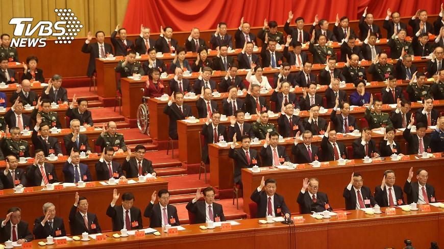 圖/中央社 中共選出新中委 政治局委員至少換一半