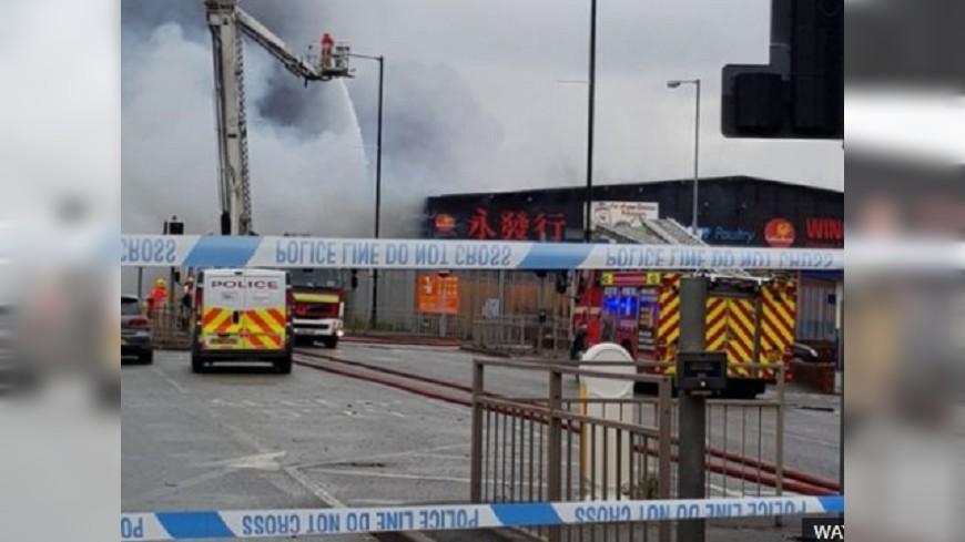 圖/BBC 曼徹斯特中國超市大火 緊急疏散附近居民