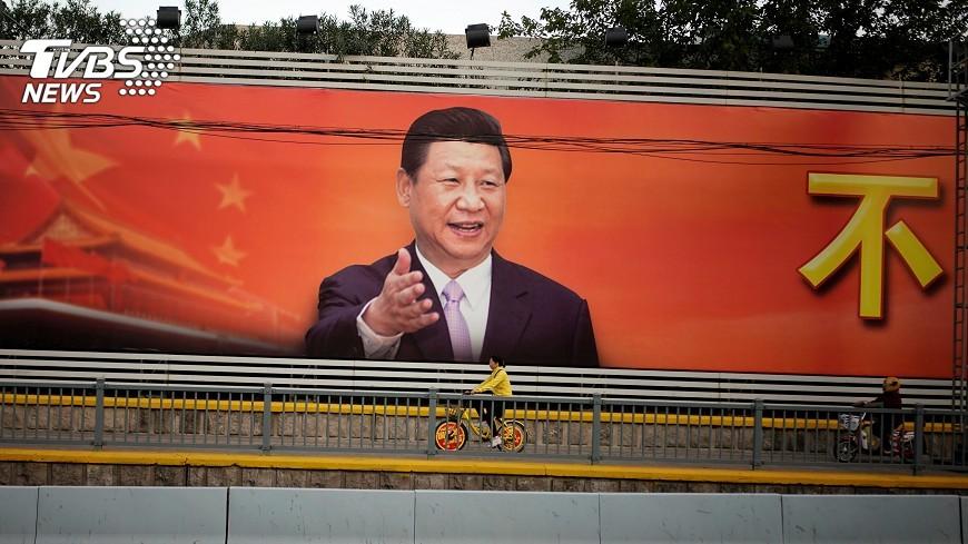 圖/達志影像路透社 習思想入黨章 習近平與毛澤東並列