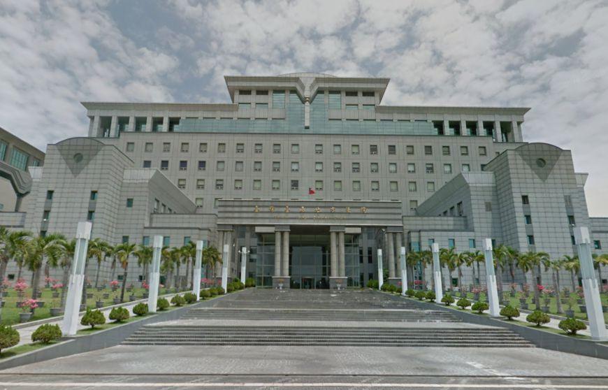 台南地方法院外觀。圖/翻攝自Google Map 2歲童被關在家餓死「屍體爛」 狠父逃過25年追訴期