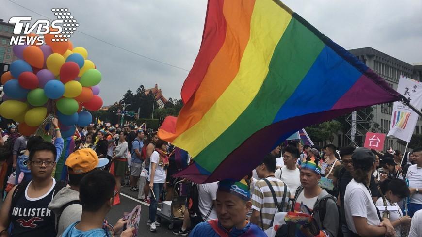 圖/中央社 第15屆同志遊行登場  估11萬人上街頭