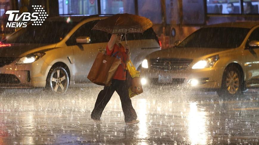 圖/中央社 愈晚愈涼!北台灣雨勢明顯、下探20度